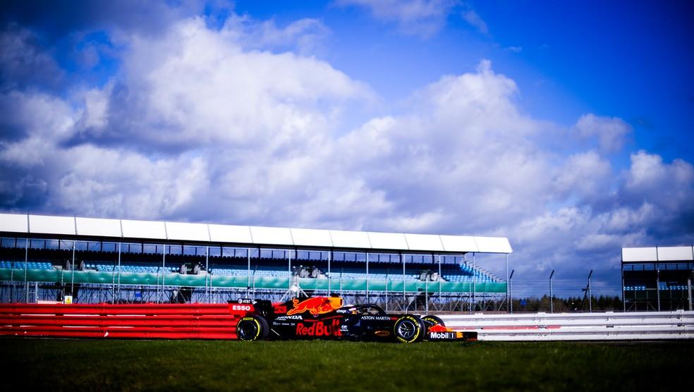 Em Silverstone, Max Verstappen guiou o RB16, novo carro da RBR para a temporada 2020 da Fórmula 1 — Foto: Vladmir Rys