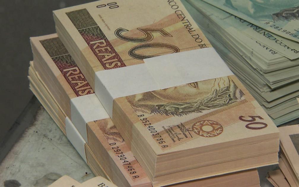 Notas falsas prontas para serem colocadas no mercado (Foto: Reprodução/TV Globo)