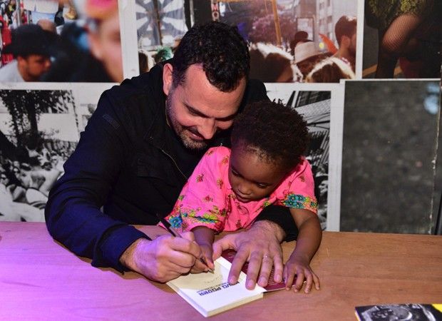 Alê Youssef com a filha, Julia  (Foto: Leo Franco/Agnews)
