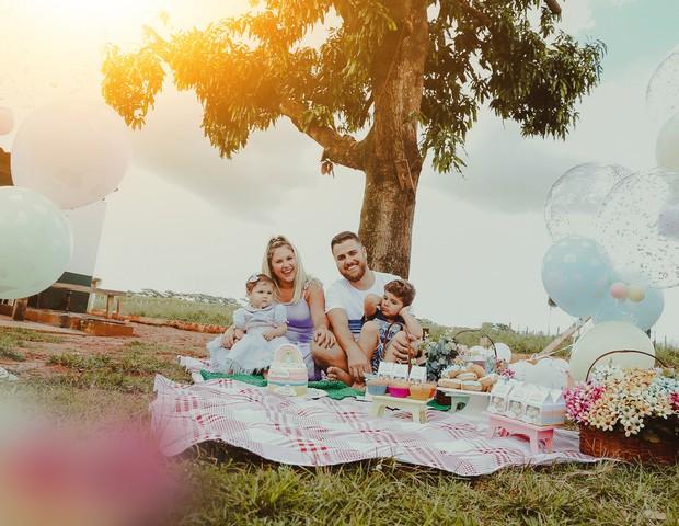 Zé Neto e Natalia Toscano celebram os 11 meses de Angelina; casal também é pai de José Filho, de 3 anos (Foto: Divulgação)