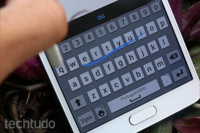 S-Pen do Galaxy Note 4 em ação (Foto: Lucas Mendes/TechTudo)