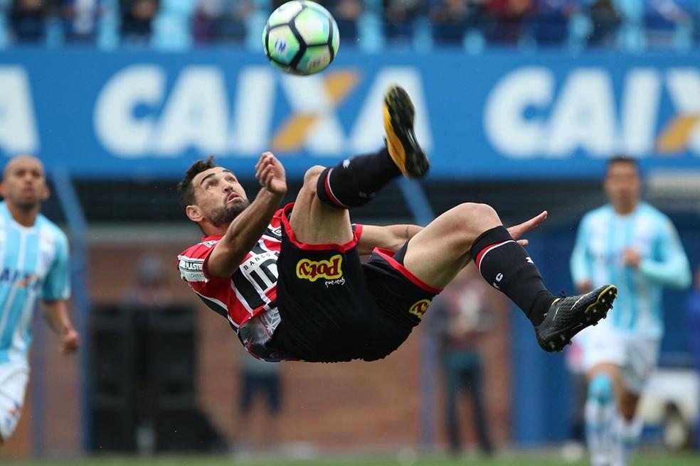 Por lesão, zagueiro vira desfalque para a Chape contra o Palmeiras