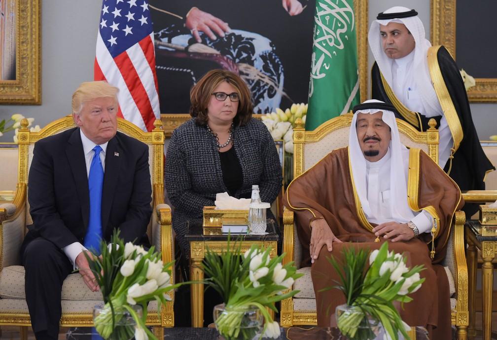 Encontro do presidente dos Estados Unidos, Donald Trump, e do rei da Arábia Saudita, Salman bin Abdulaziz al-Saud, em Riad, em 20 de maio de 2017  — Foto: Mandel Ngan / AFP