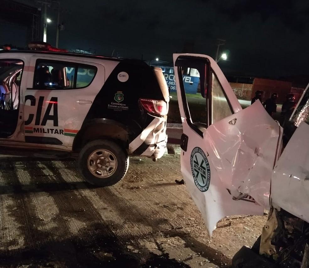 Três policiais militares e outras 2 pessoas ficaram feridos após colisão de um motorista embriagado com viatura policial — Foto: Reprodução/SVM