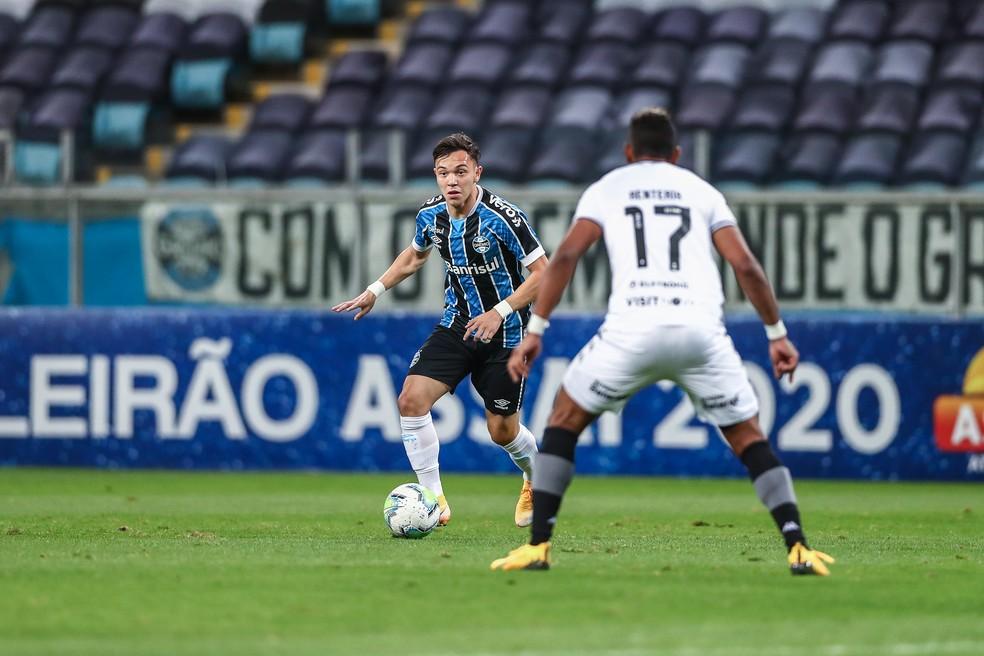 Pepê em ação na vitória do Grêmio sobre o Botafogo — Foto: Lucas Uebel/Grêmio