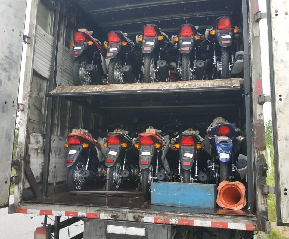 Caminhão com carga de motos estimada em R$ 800 mil é recuperado entre Angelim e Canhotinho