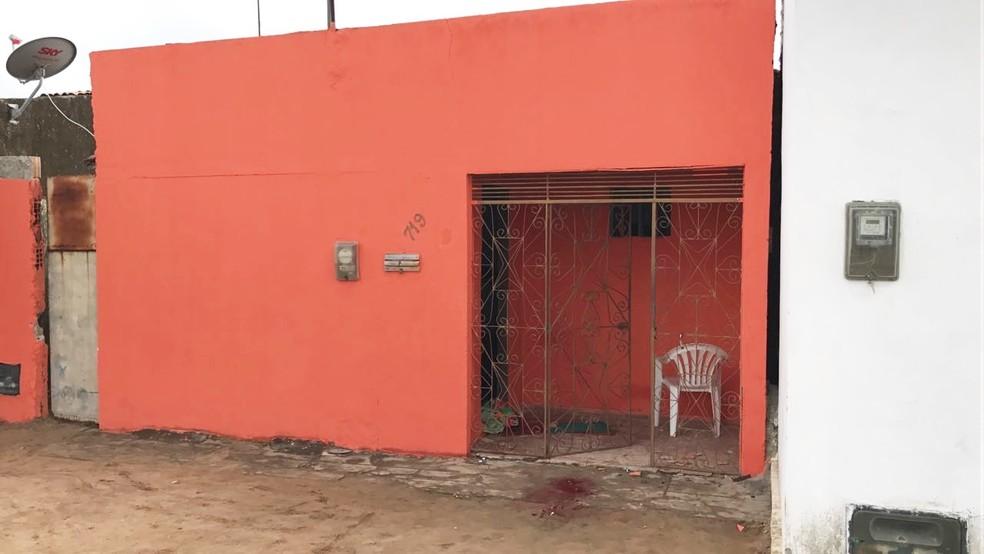 Jovens foram mortos nesta casa, na rua Rizomar Correia dos Santos (Foto: Kleber Teixeira/Inter TV Cabugi)
