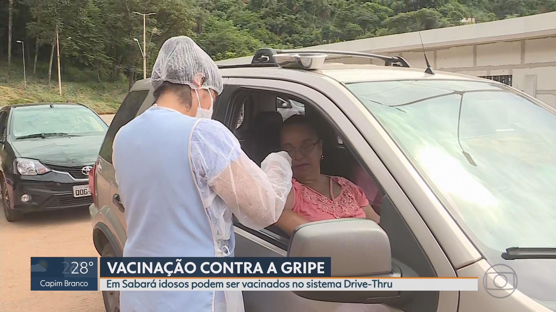 Sabará monta 'drive-thru' para imunizar idosos contra a gripe