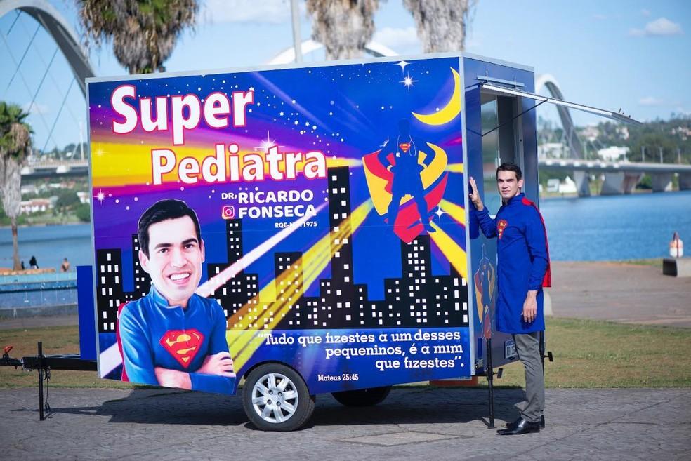 Trailer, transformado em consultório médico, percorre o DF para atender crianças de regiões pobres de Brasília — Foto: Arquivo pessoal