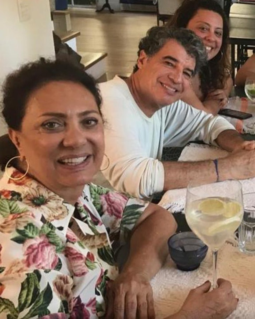 Eliane e Paulo com a filha Juliana em confraternização — Foto: Reprodução/Instagram
