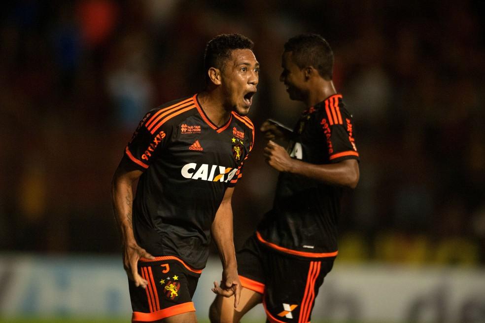 Hernane Brocador fez quatro gols pelo Sport em 2015 (Foto: Aldo Carneiro / Pernambuco Press)