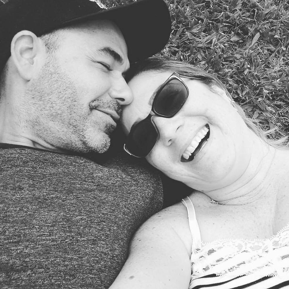 Lucélia Ganda e o namorado, Christian Quiles, se conheceram em uma rede social (Foto: Lucélia Ganda/Arquivo Pessoal)