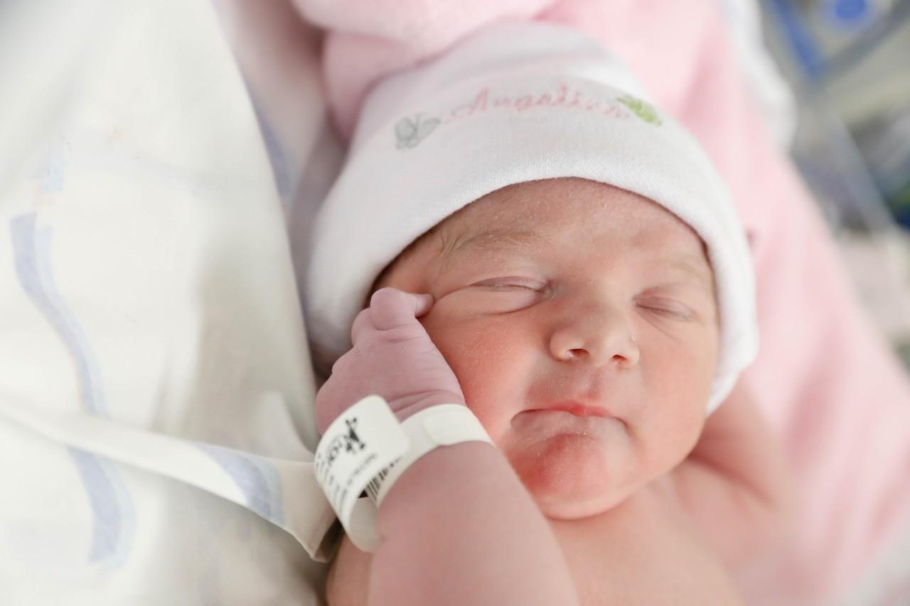 Angelina, filha de Zé Neto, nasceu com 48 cm (Foto: Luís Cardoso)