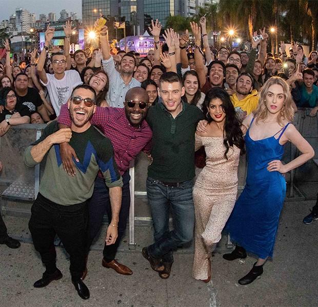 Atores do elenco da série Sense8 (Foto: Maurício Santana e Alexandre Schneider/Netflix)