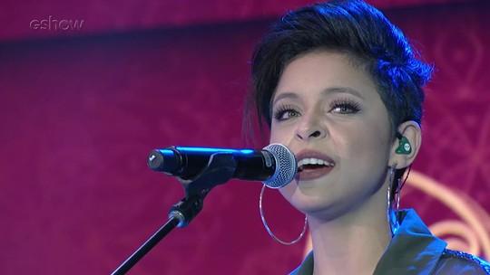 Kell Smith comenta emoção de cantar para Caetano Veloso: 'Zerei a vida'