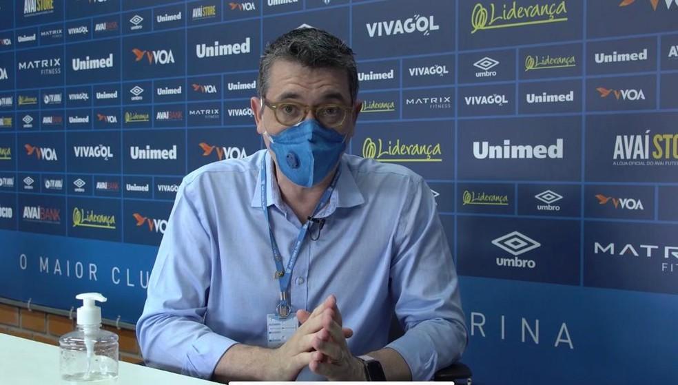 Luis Fernando Funchal, médico do Avaí, preparou documento também para o governo do estado de Santa Catarina — Foto: Thiago Kauê/Avaí FC