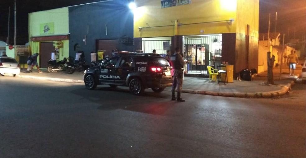 Suspeitos foram presos em distribuidora de bebidas — Foto: Polícia Militar/MT