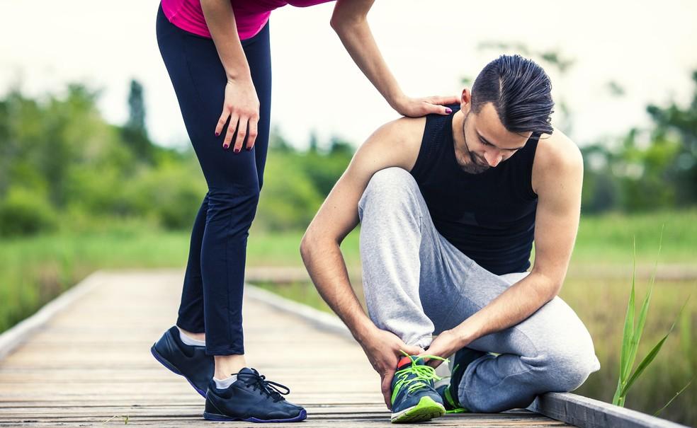 Primeiro passo ao sentir alguma dor é pegar leve nos treinos (Foto: iStock Getty Images)