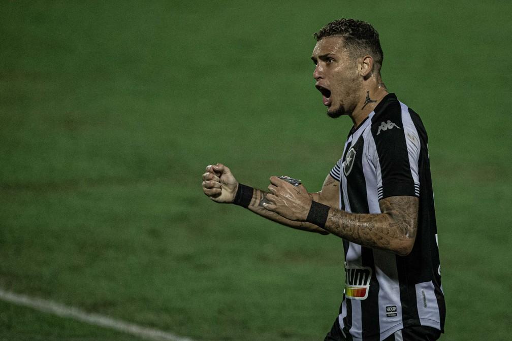 Rafael Navarro é vice-artilheiro da Série B com três gols — Foto: Heber Gomes/AGIF