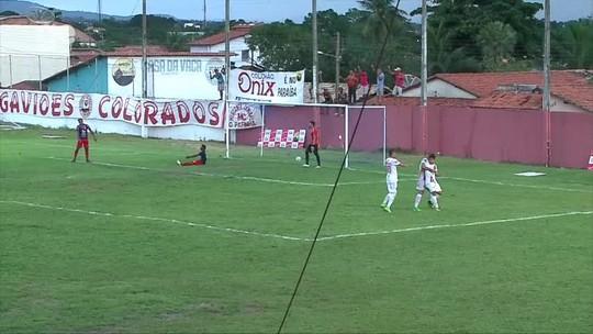 """Cleitinho faz mea-culpa e vê expulsão como crucial para derrota: """"Correram dobrado"""""""
