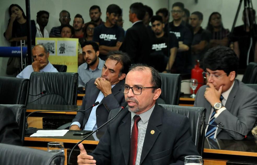 Vereador Sandro Pimentel (PSOL) é o autor da emenda da gratuidade  — Foto: Elpídio Júnior/Assessoria de Comunicação