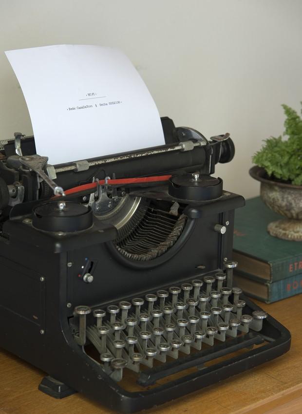 Analógico na era digital: marque a senha do wi-fi no papel da máquina de escrever, da Ideia Única (Foto: Cacá Bratke/Editora Globo)