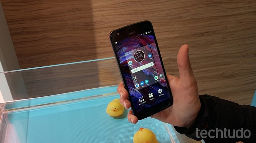 Moto X4 traz interface menos poluída próxima ao Android puro (Foto: Thássius Veloso/TechTudo)