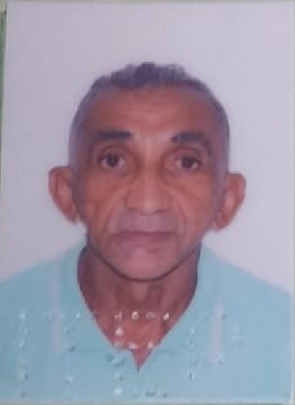 José Donizete Soares, de 60 anos, foi encontrado morto dentro de casa, com marca de facadas nas costas. — Foto: Cedida