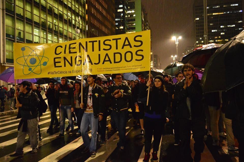 Ato contra o corte das bolsas de pós-graduação (Foto: Patricia de Aquino/Divulgação)