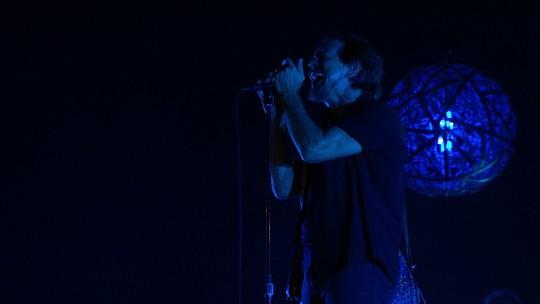 Pearl Jam mostra que grunge virou classic rock e toca Jane's Addiction com Perry Farrell no Lollapalooza