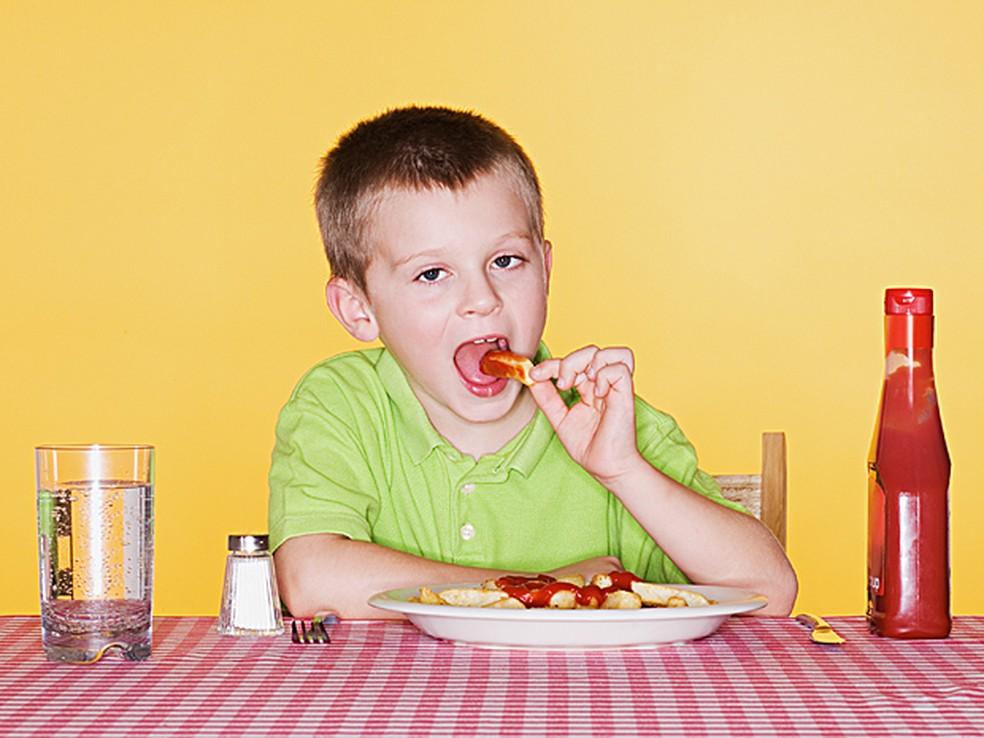 Estudo aponta os prejuízos de comer rápido demais (Foto: Arquivo AFP)
