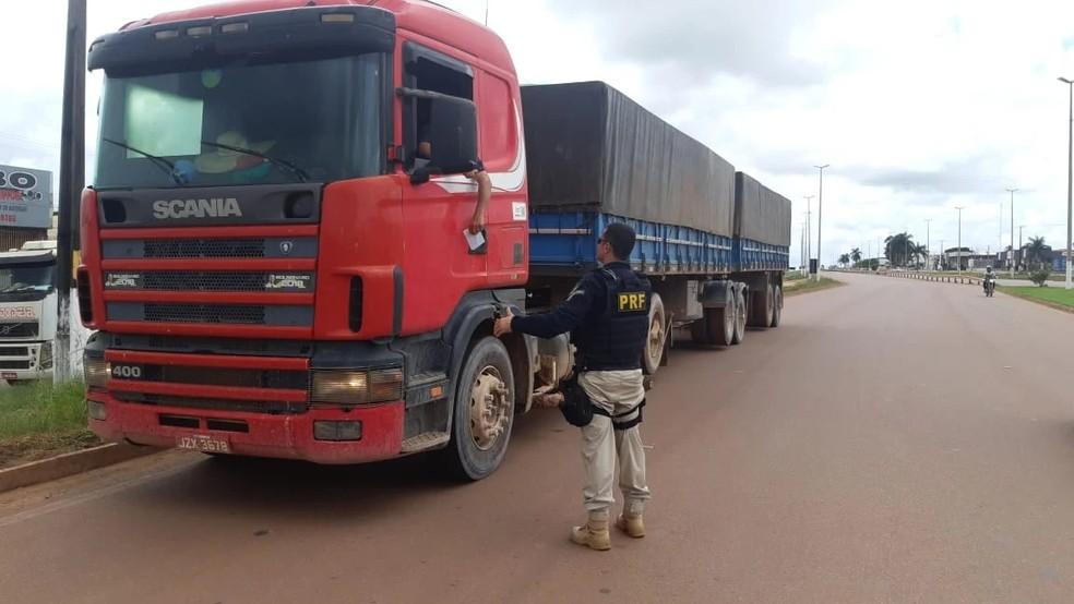 Quem for flagrado dirigindo sem habilitação deverá pagar multa — Foto: Polícia Rodoviária Federal de MT