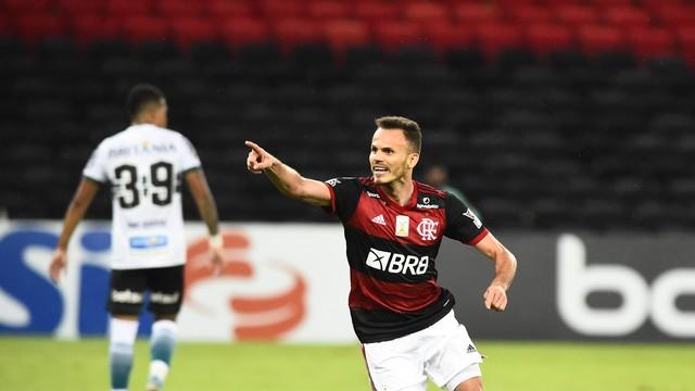 Renê comemora gol em Flamengo x Coritiba