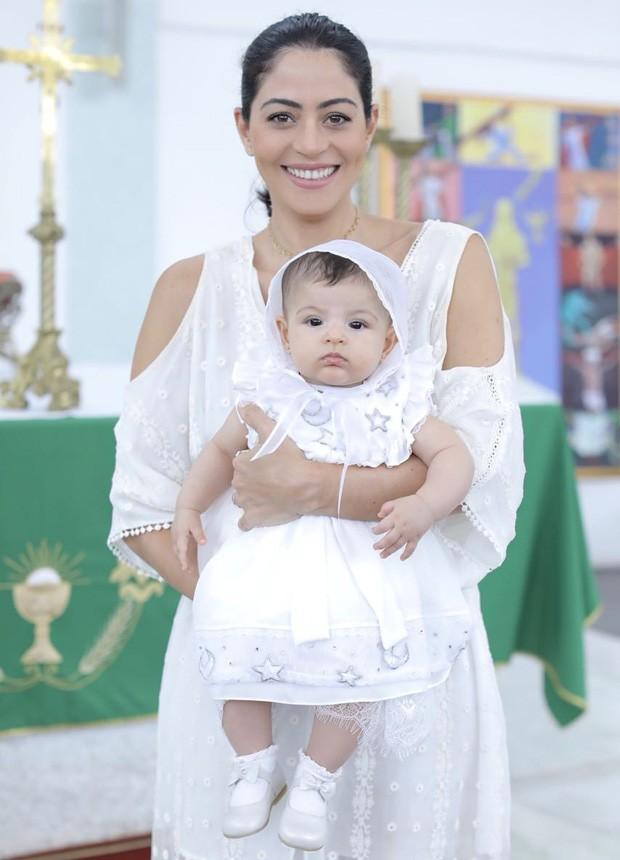 Carol Castro com a pequena Nina (Foto: Divulgação)