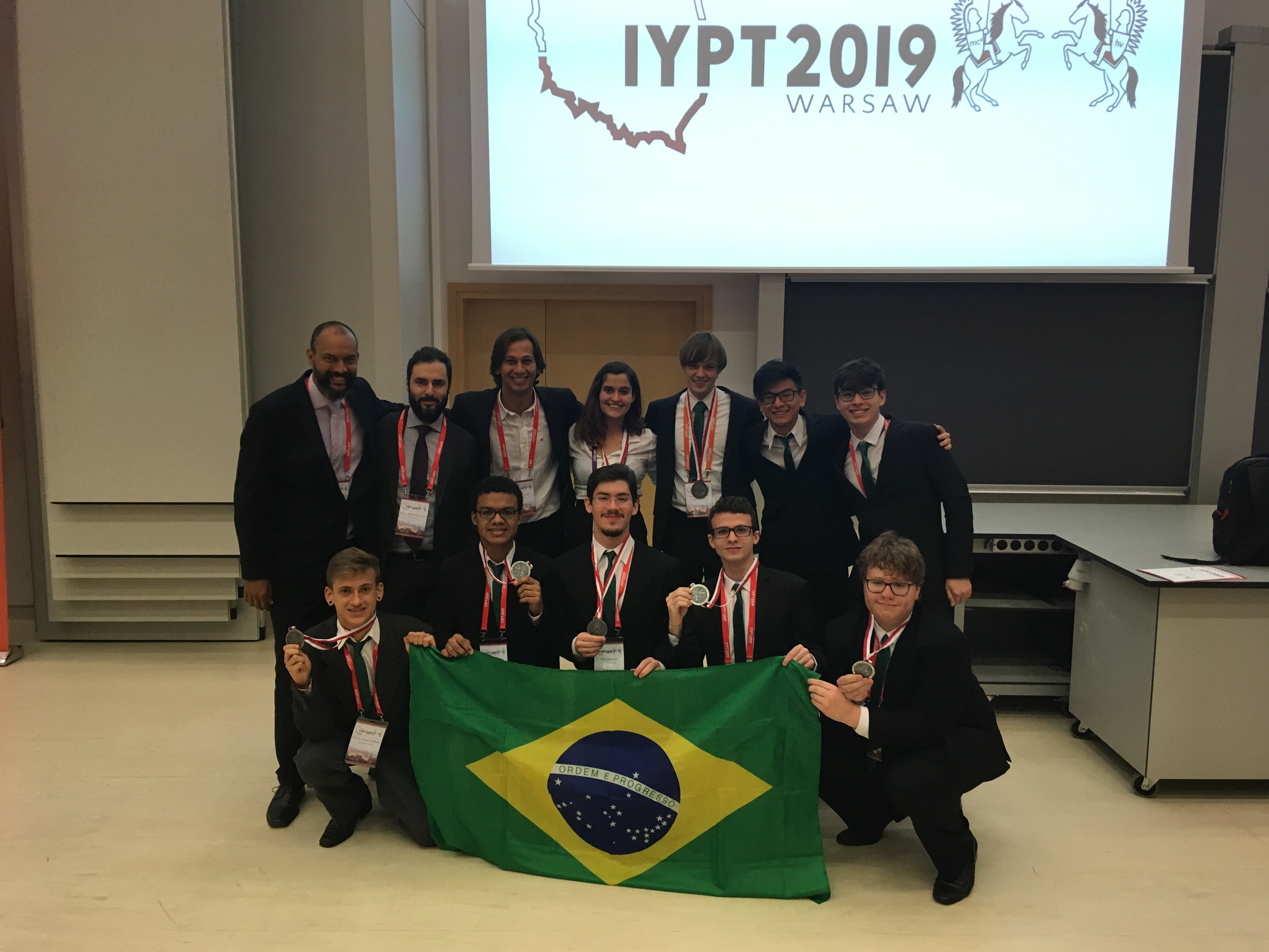 Brasil ganha medalha de prata pelo 3º ano consecutivo em torneio mundial de jovens físicos - Notícias - Plantão Diário