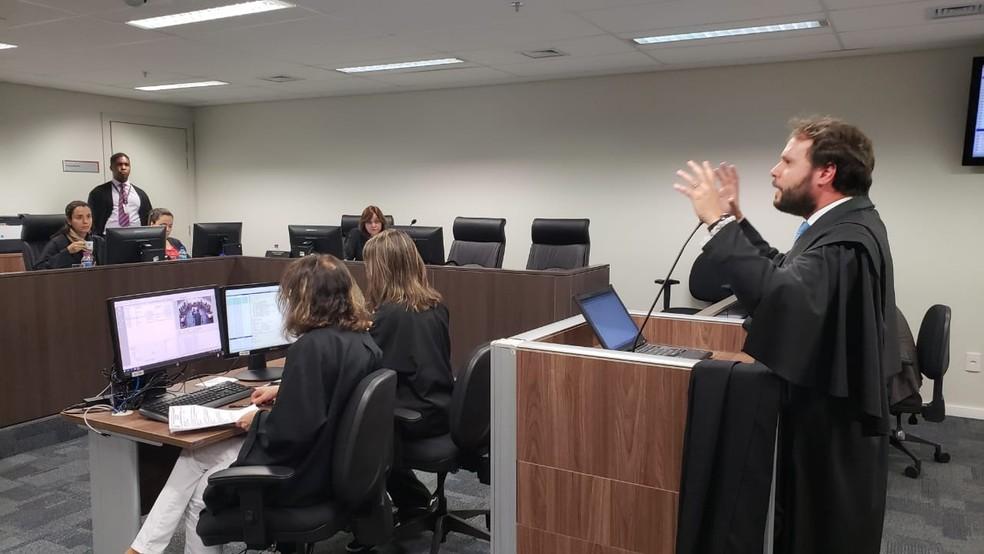 Na audiência, 6ª Câmara Cível decidiu manter bloqueio de bens de Thor Batista — Foto: Raquel Freitas/G1