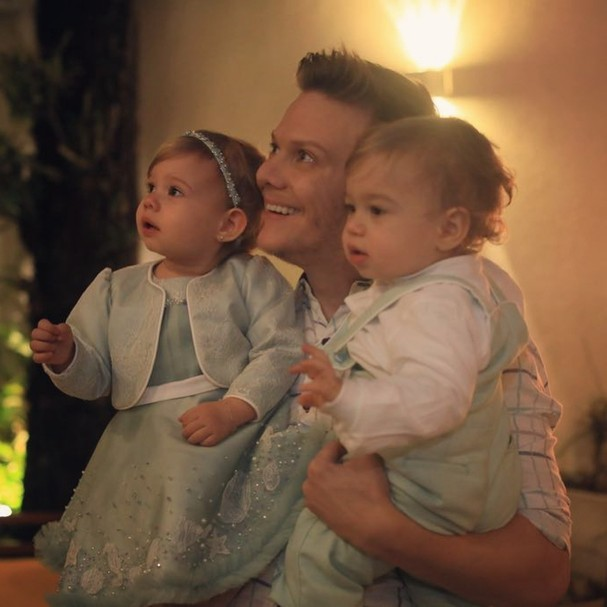 Michel Teló com os filhos Melinda e Teodoro (Foto: Reprodução/Instagram)
