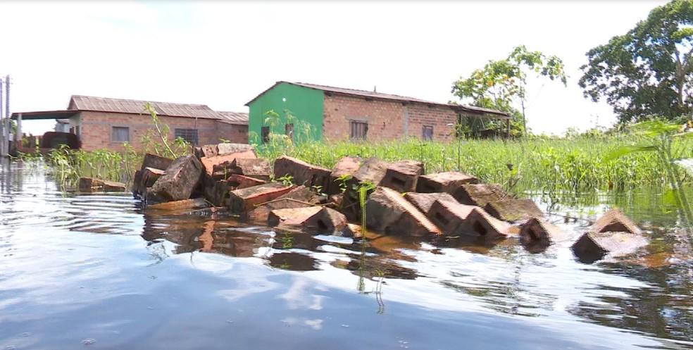 Água começa a baixar, mas situação ainda é preocupante nas áreas mais afetadas  (Foto: Rede Amazônica / reprodução )