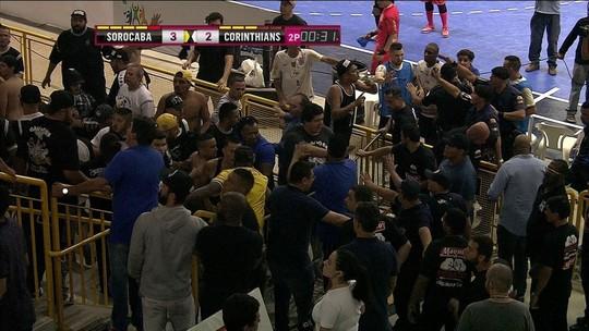 Final do futsal entre Sorocaba e Corinthians é interrompida por confusão; vídeo