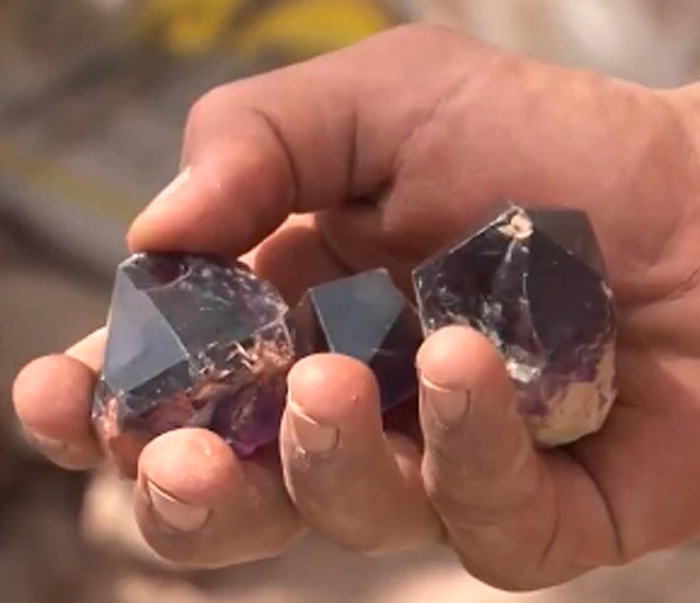 Jazida de ametistas foi descoberta no final do mês de abril em Sento Sé, também no norte da Bahia (Foto: Reprodução/ TV Bahia)