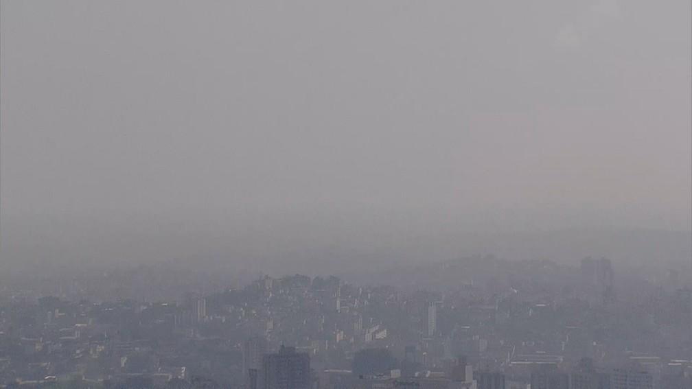 Fumaça sobre Belo Horizonte — Foto: Reprodução/TV Globo