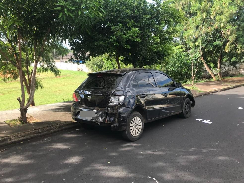 Carro da vítima foi encontrado no bairro João Paulo II, em São José do Rio Preto, na tarde desta quinta-feira (1) (Foto: Gridânia Brait/TV TEM)