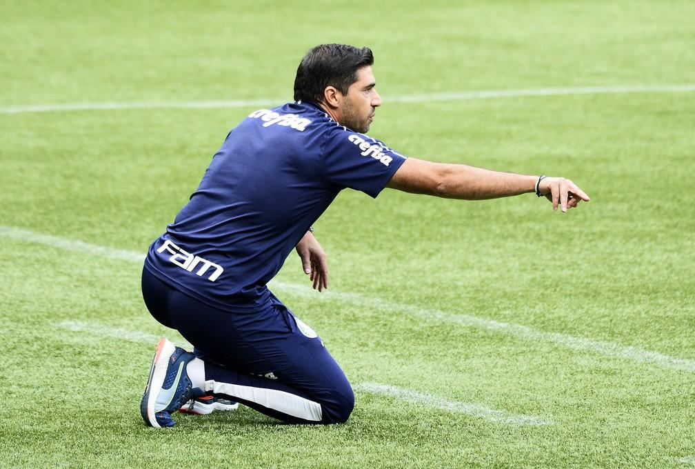 Abel Ferreira, técnico do Palmeiras no jogo contra o Delfín — Foto: Marcos Ribolli
