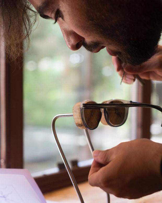 Marca permite criação de óculos de sol personalizados com material 100% reciclado (Foto: Divulgação)