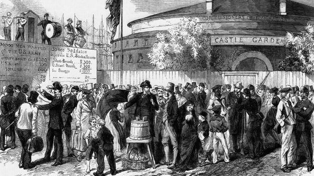 Localizado no extremo-sul de Manhattan, Castle Garden era o principal centro de chegada de imigrantes a Nova York antes da abertura de Ellis Island (Foto: GETTY IMAGES via BBC)