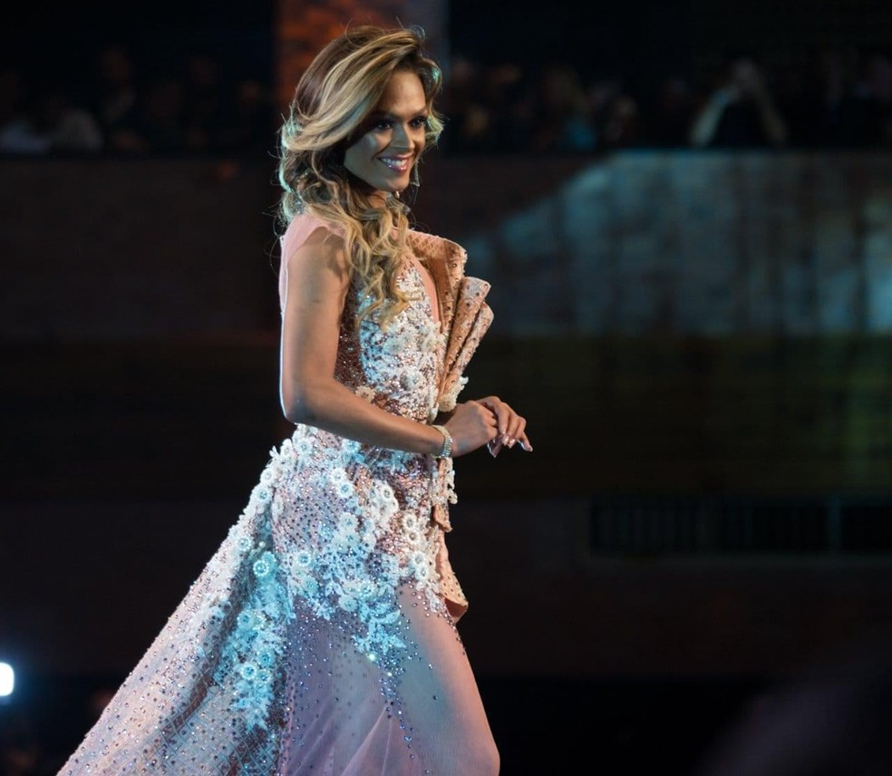 Jhennifer Liss ganhou o Miss Mato Grosso Gay em 2019 e foi o primeiro deficiente auditivo a participar do concurso estadual e nacional — Foto: Jeff Ferreira/Reprodução