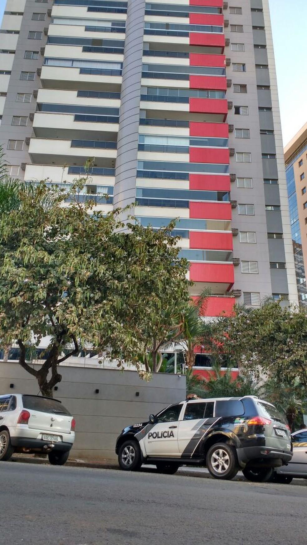 Cantor sertanejo foi preso neste prédio de luxo, em Londrina (Foto: Ademir dos Santos/RPC)