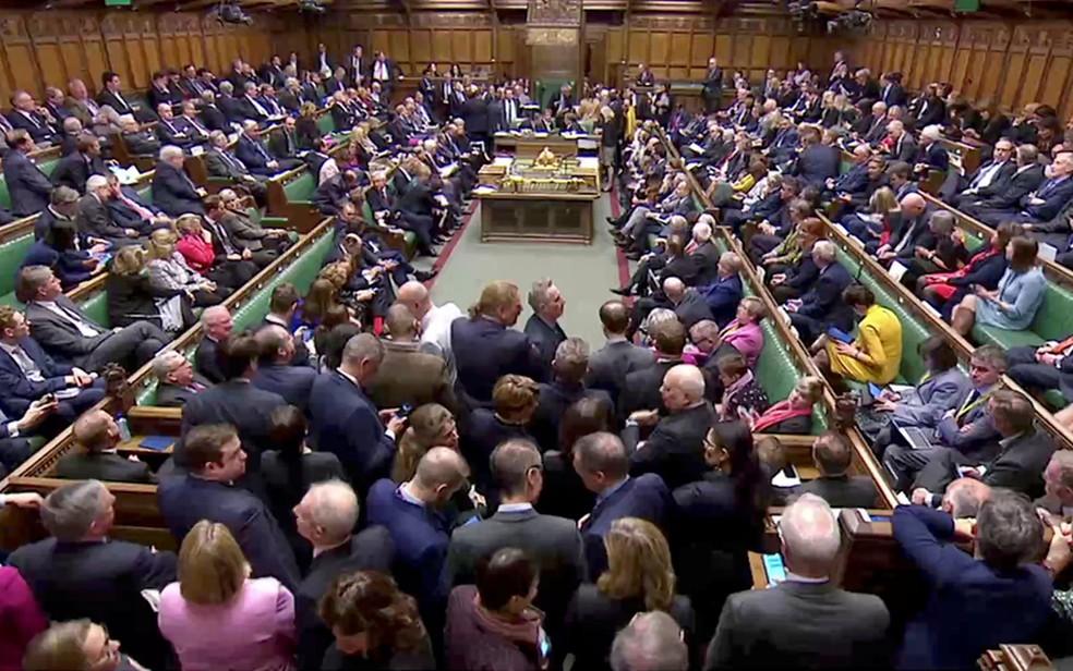 Parlamentares votam em emendas sobre o Brexit, no Parlamento, em Londres, na quarta-feira (3) — Foto: Reuters TV via Reuters