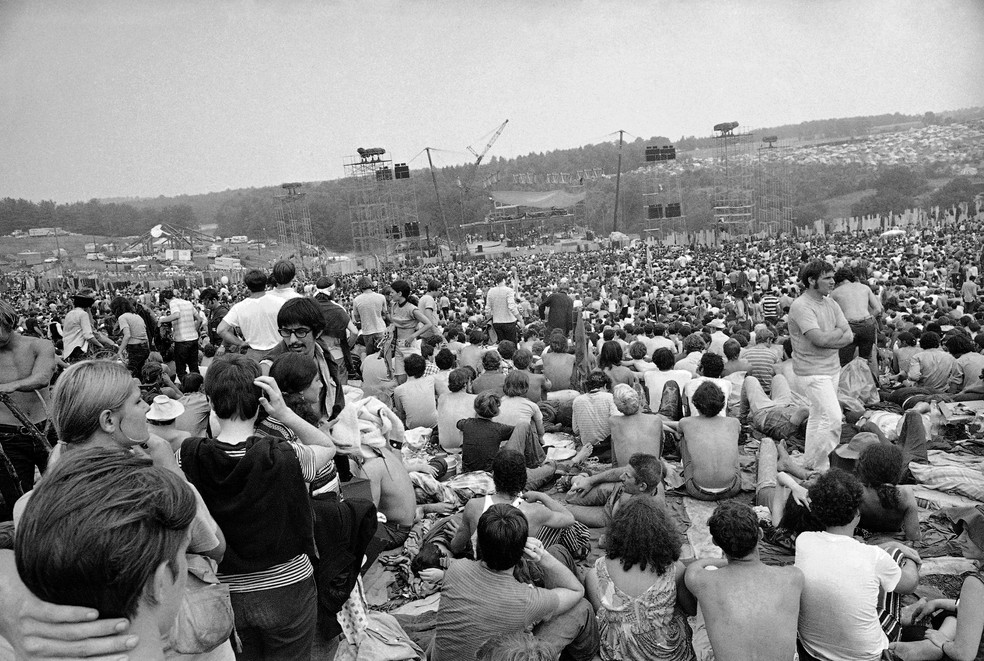 Foto de agosto de 1969 mostra participantes do Festival de Woodstock em Nova York — Foto: Associated Press