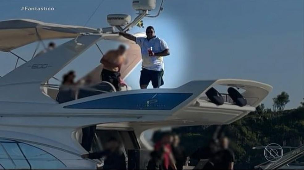 Glaidson em barco — Foto: Reprodução